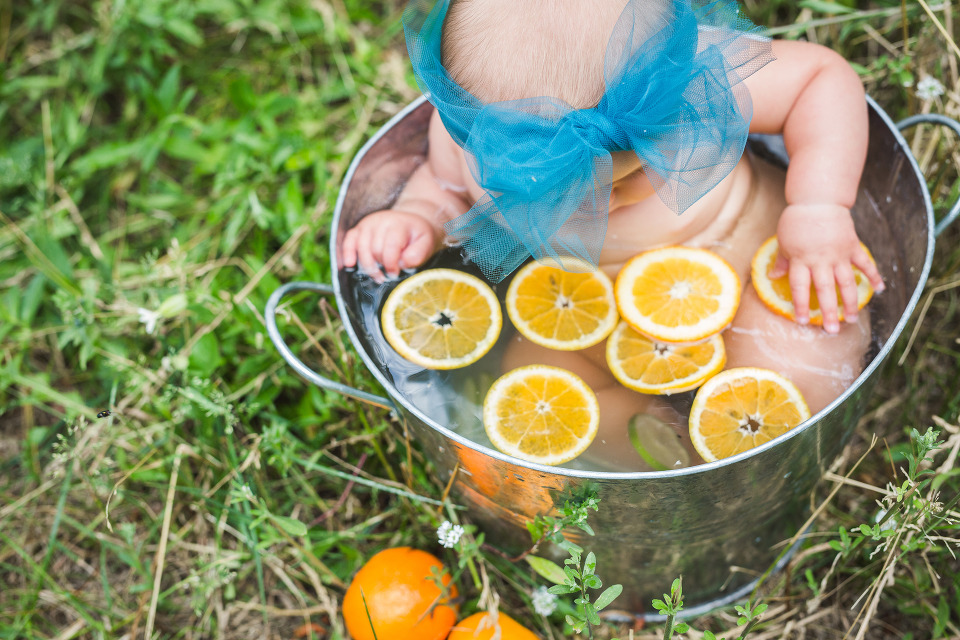 denver baby photographer, colorado family photographer, denver family photographer, 8 months old, baby pics, fruit bath, citrus fruitbath, milestone photos, child photographer, babys first year, summertime photos